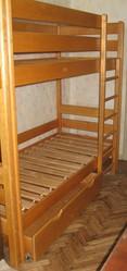 Ліжко дерев'яне двоярусне з матрасами